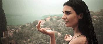 """Merak edilen film """"Dar Elbise""""nin ilk fragmanı yayınlandı"""