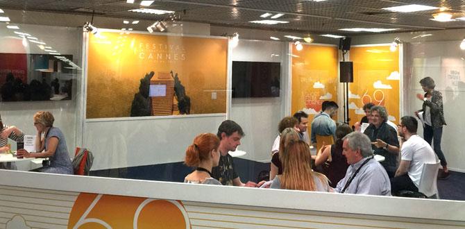 """Uluslararası Cannes Film Festivali'nde  """"Uluslararası Antalya Film Festivali"""" çıkarması"""