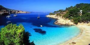 Çiçek çocukların izinde Ibiza'nın ünlü plajları