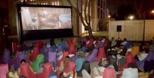 Mahall Bomonti İzmir'in bahçesinde sinema keyfi