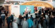 Enthusiastic premiere audience at EGGER's exhibition stand