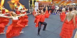 ANKAmall'da dans gösterisi izleyenleri büyüledi