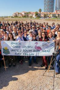 İzmirliler flamingoların dansını izlemek için buluştu…